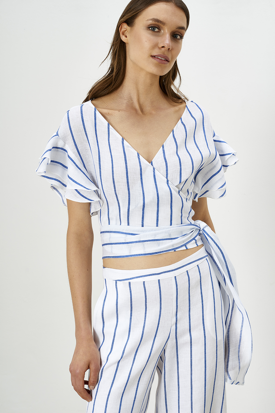 White-blue ocean stripes